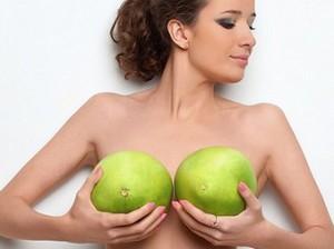 Упругие груди трясутся